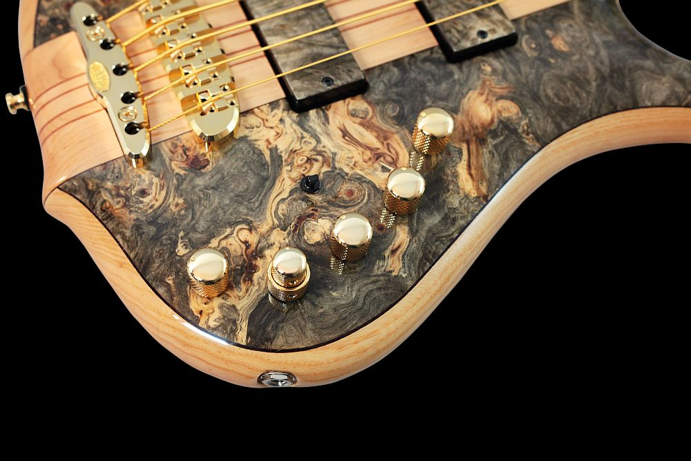Mayones Comodous 5 Buckeye Burl - Master Builder Collection 2011 - Aguilar OBP-3 18V 3-band EQ preamp + Passive Tone knob, Miniswitch - Active/Passive Mode