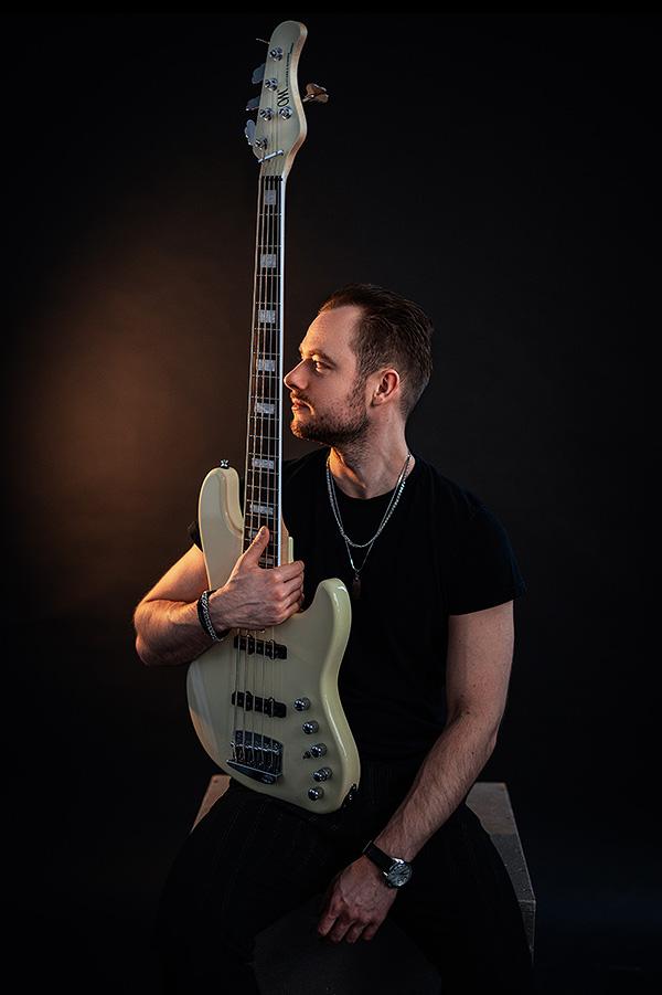 artist_bass_adam_swierczynski_2
